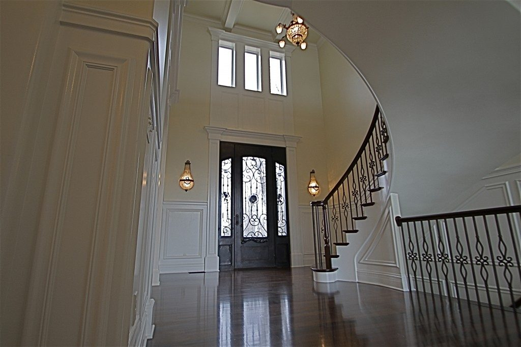 Lake-Dr-foyer-from-fam-rm-1024×682